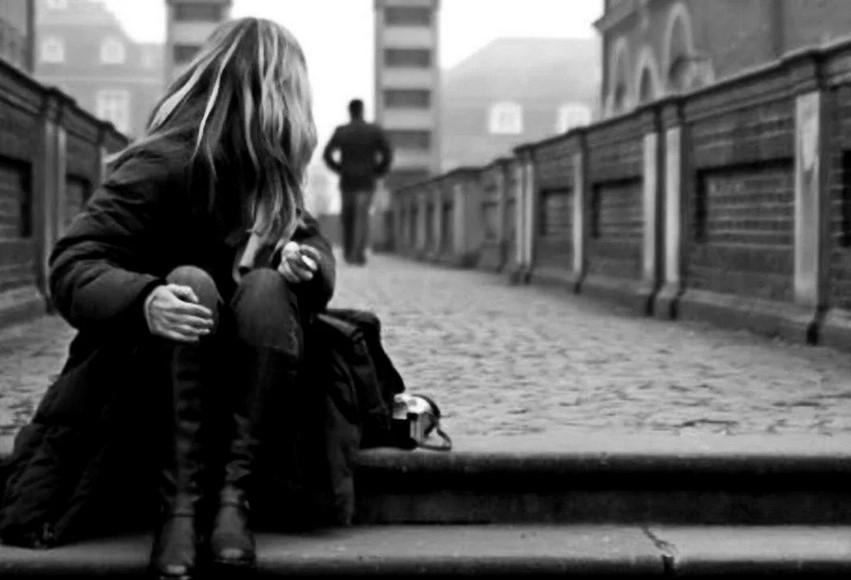 Девушка прощается