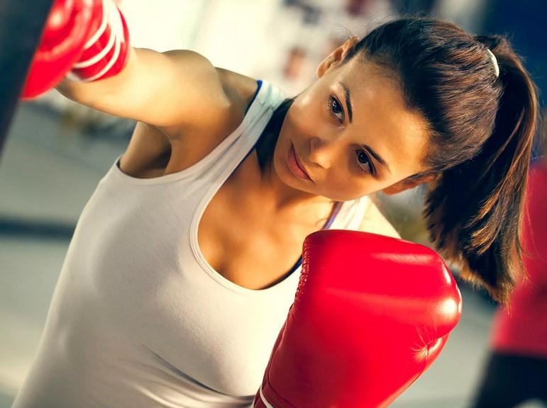 Девушка в тайском боксе