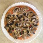 домашней пиццы с шампиньонами